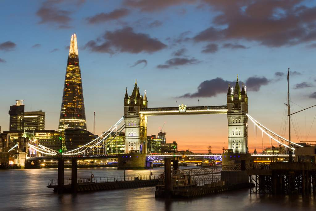 The perfect London Paris Amsterdam Itinerary #itineraries #Europe #vacation #trip #london #british #eiffeltower #louvre #westminister #londoneye #towerbridge #annefrank