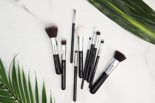 Go Places With These Travel Friendly Makeup Brush Sets - travel size makeup brush set #makeup #traveltip #packingtips #itsallbee #makeupbrushes #brushsets #makeuppalattes #eyemakeup #foundation #blusher #eyeshadow