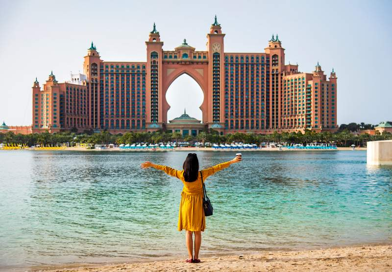 Tips On The Best Dresses For Dubai Trip - A Dubai Dress Guide - #dresses #style #dubai #itsallbee #skirts #whattowear #whowhatwear #whatiwore #vacation #packingtip #dubaipackinglist #maxidress #mididress #packinglist