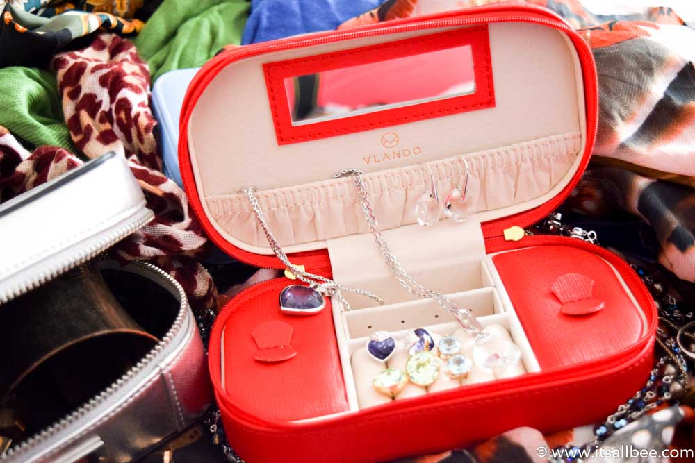The Best Travel Jewelry Cases - These Personalized Jewelry Cases are Travel-Approved - Travel jewelry organizer cases storage #jewellerycase #jewellerybox #travel #organiser #trips #expensive jewellery www.itsallbee.com