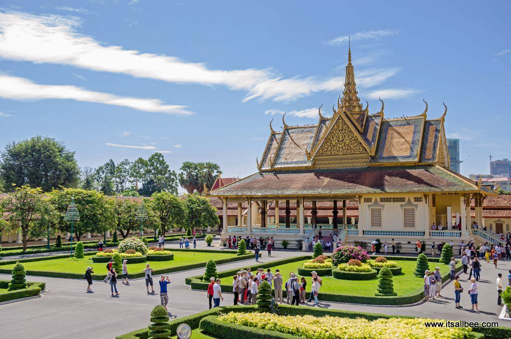 Cambodia Travel Itinerary - The perfect 7 day Cambodia itinerary. ANGKOR WAY TEMPLES - MARKETS - BEACHES & NIGHTLIFE. Visiting Siem Reap, Phnom Penh and Sihanoukville. Everthing you need to know from local customs, what to pack for Cambodia, how many days to spend in Siem Reap and Angkor Wat. Plus where to stay and how to get around. #asia #adventure #angkorwat #traveltips