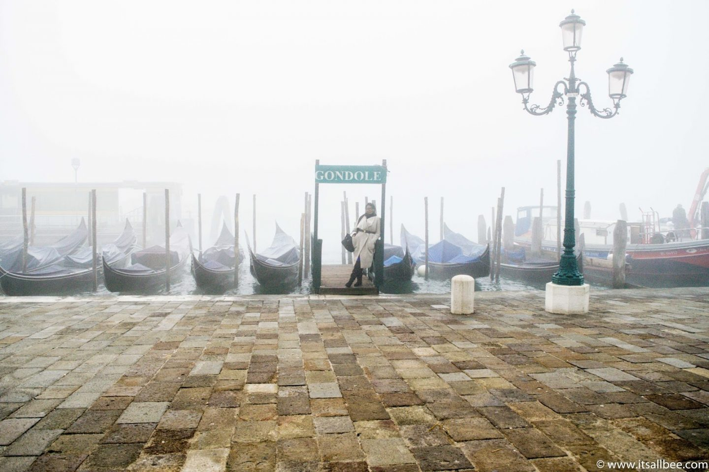 Venice packing list for winter - What to wear in Venice Italy winter. Tips with planing Venice winter outfit, venice winter fashion and what venice clothes to consider for a trip to Italy. #europe - city break winter outfits - Venice Clothing - #italian #winterseason #outfits #packintips #italianculture #travelinvenice #december #january #february