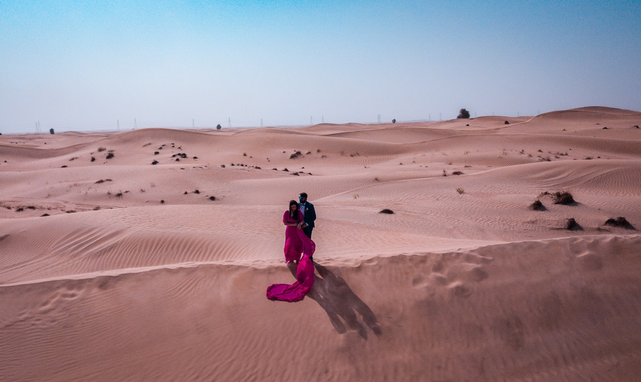 Desert Couples Shoot, Romantic things to do in Dubai